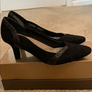 Like new Rockport black pump